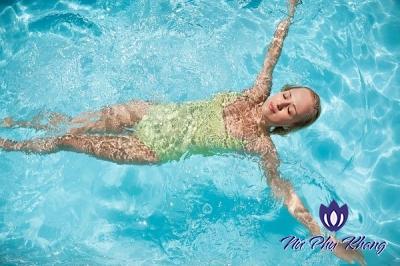 Cẩn trọng với viêm nhiễm phụ khoa khi đi bơi ngày hè
