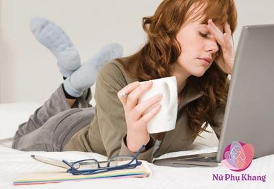 Thức khuya, stress gây rối loạn chu kỳ kinh nguyệt, ảnh hưởng sinh sản